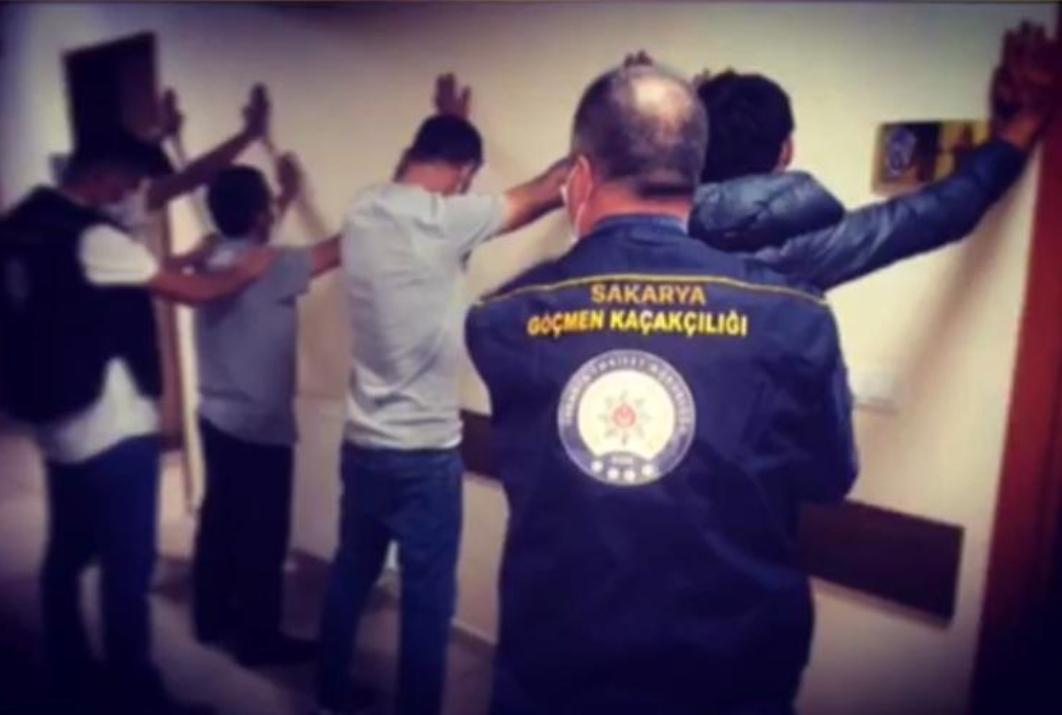 Sakarya'da, ülkeye illegal yollarla giriş yapan 21 göçmen yakalandı!