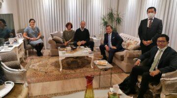 Faik Tunay, Dostum dediği Ankara Büyükelçisi Muuammad İqbal'ı çiftliğinde ağırladı