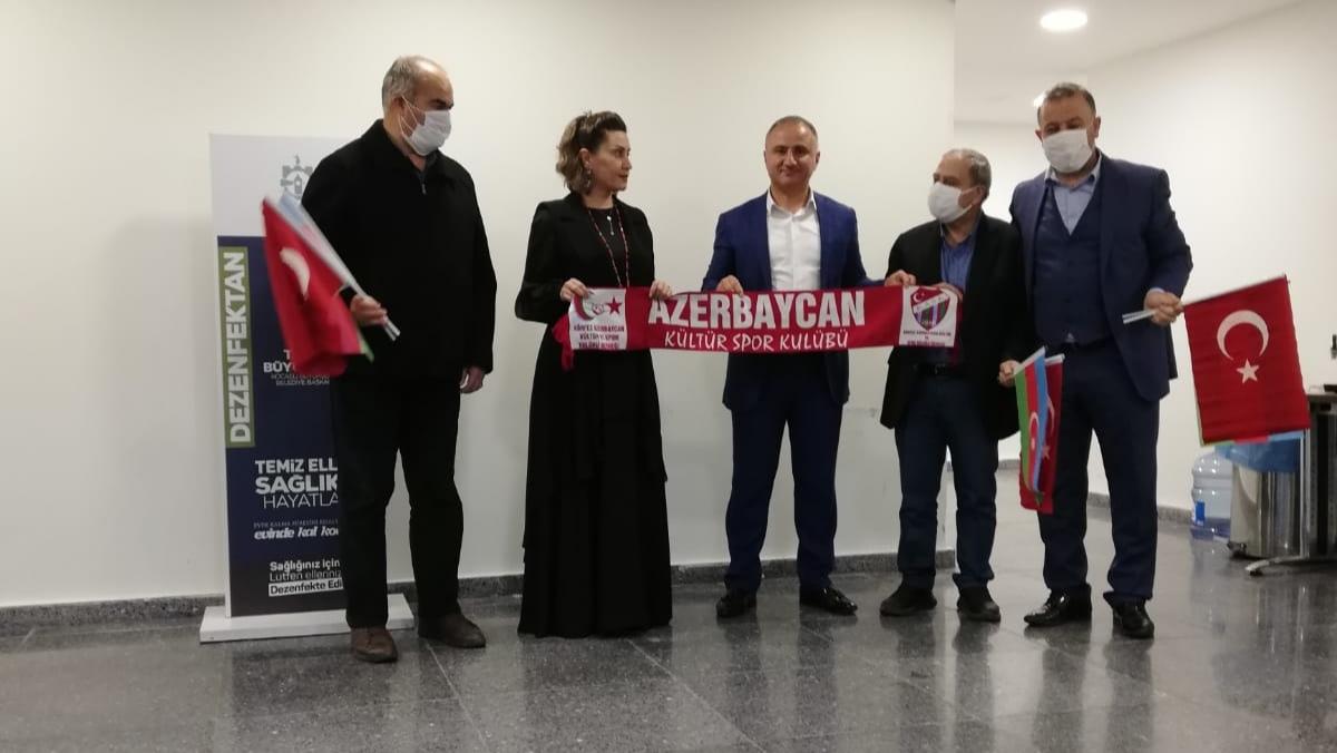 Azerbaycanlı sanatçı Azerin'den önce ziyaret, sonra konser…