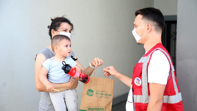 Sakarya Büyükşehir Belediyesi; yaklaşık 8 milyon maske vatandaşlarla buluşturuldu
