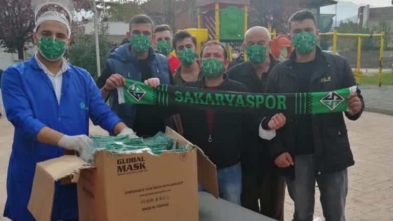 Uğur Akkuş, söz verdiği gibi 160 bin adet Sakaryaspor maskesini dağıttı