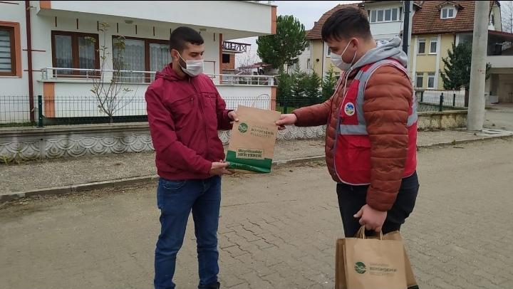 Sakarya Büyükşehir'in 'Her eve maske' dağıtımı sürüyor…