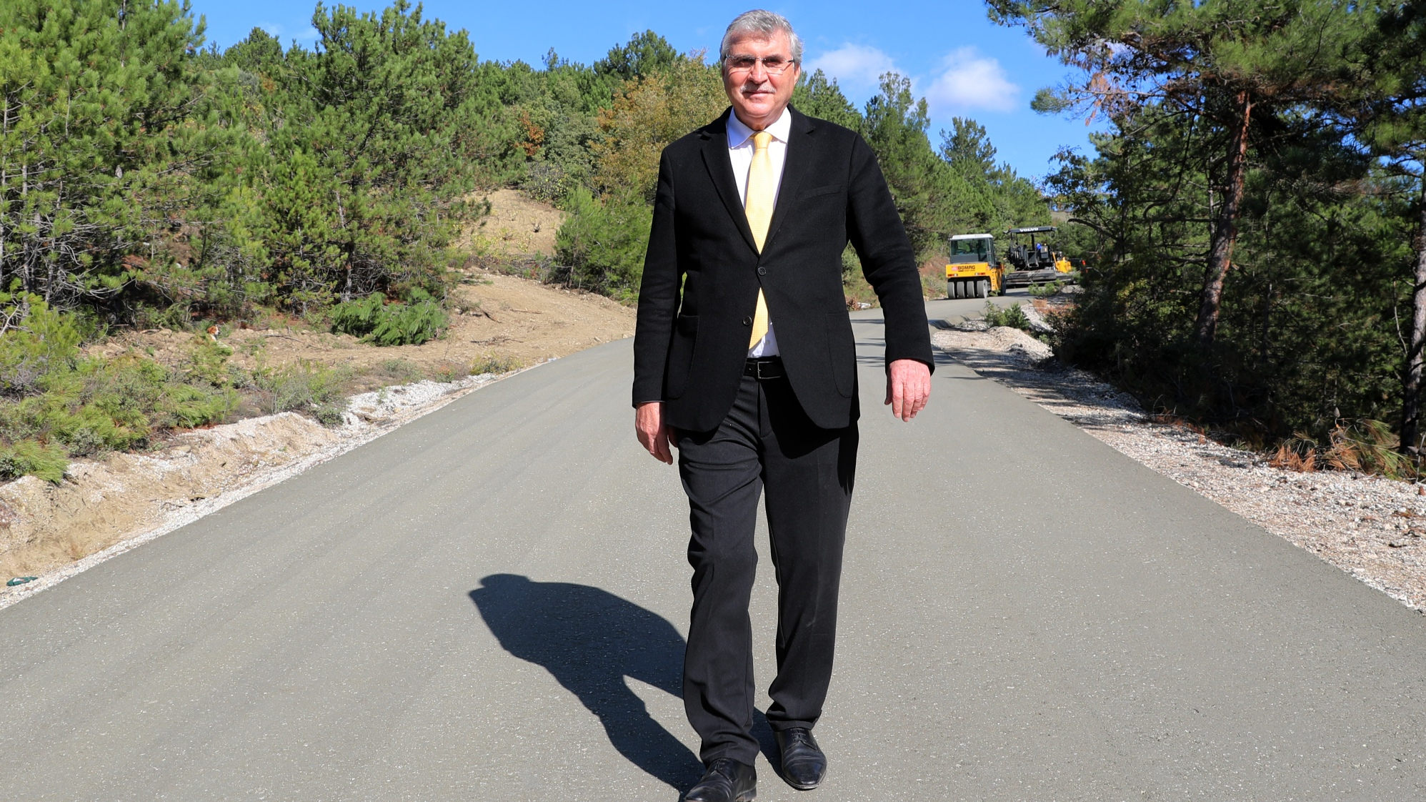 Geyve ve Taraklı'da 9 mahalle 37 kilometrelik beton yol çalışmaları tamamlandı