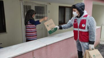Maske ve dezenfektan dağıtımı, Serdivan'da devam ediyor