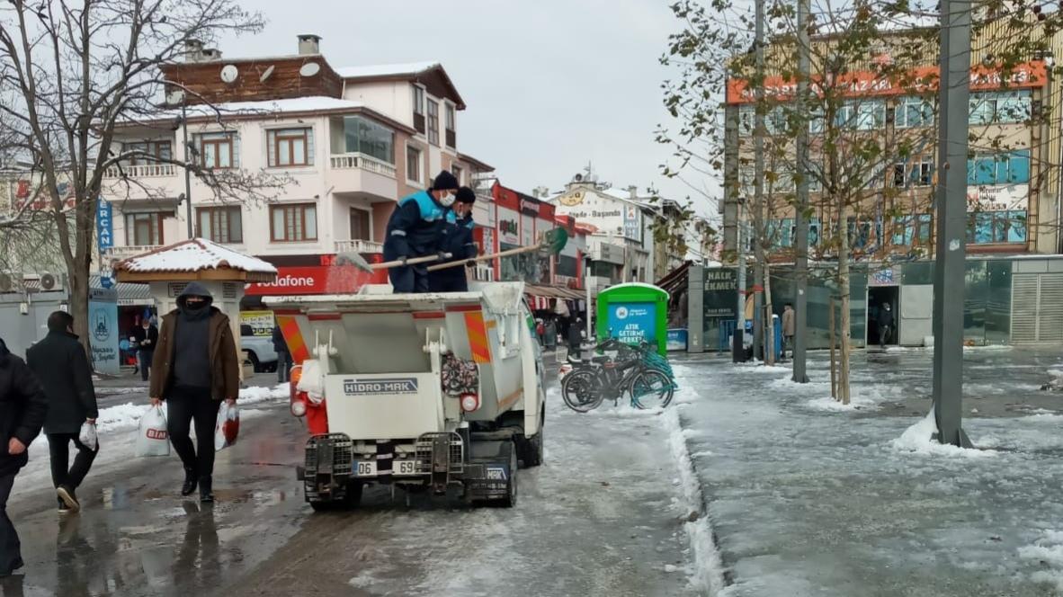 Adapazarı Belediyesi'nden yoğun kar mesaisi