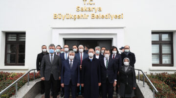 Bakan Abdülhamit Gül Büyükşehir Belediyesini ziyaret etti