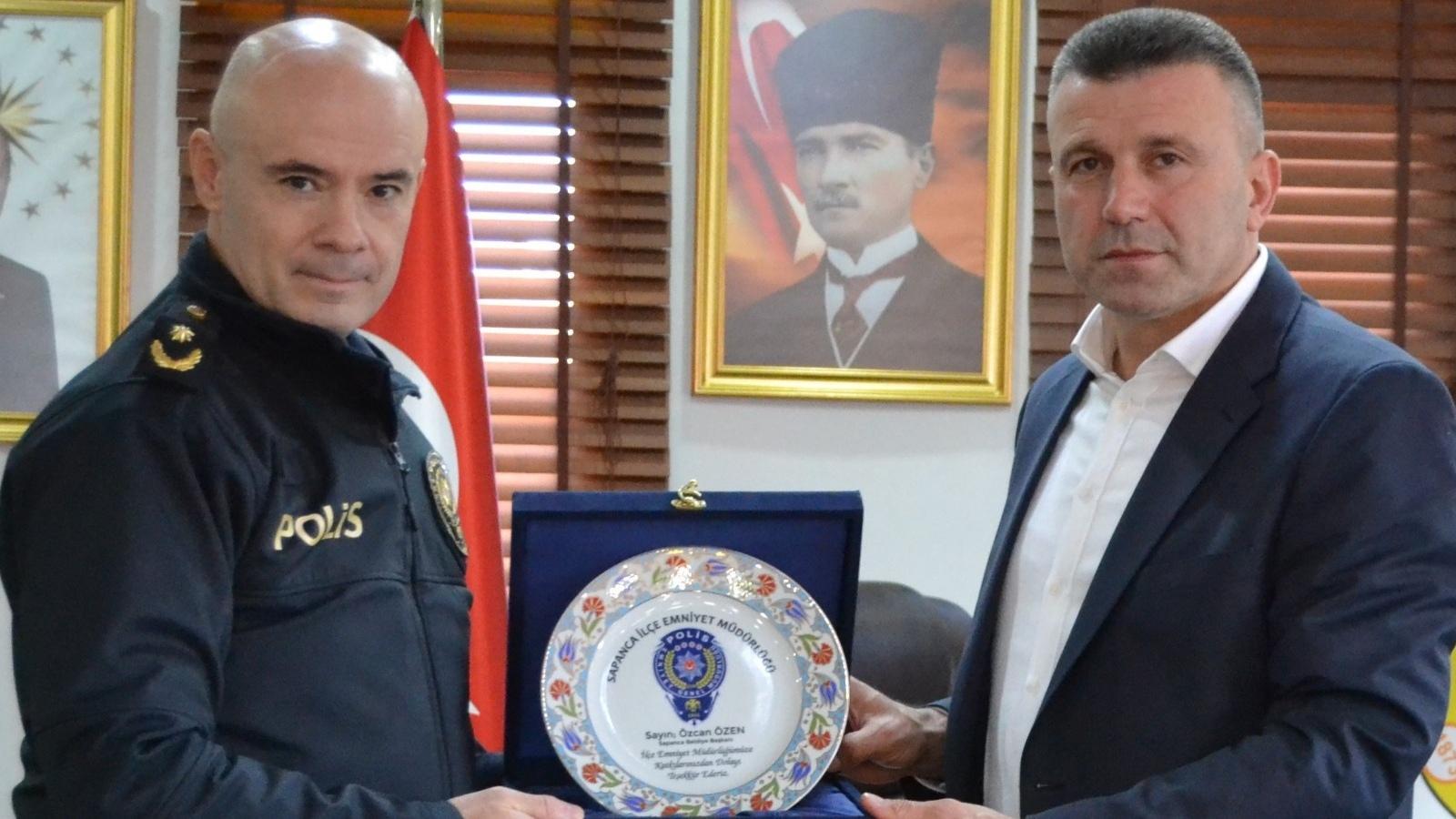 Başkan Özen, Ziyaretçilerini Makamında Kabul Etti