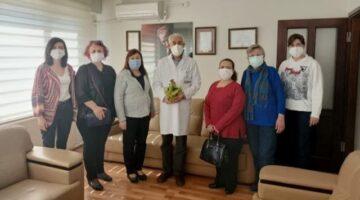 CHP'li kadınlar, sağlıkçıların yanında