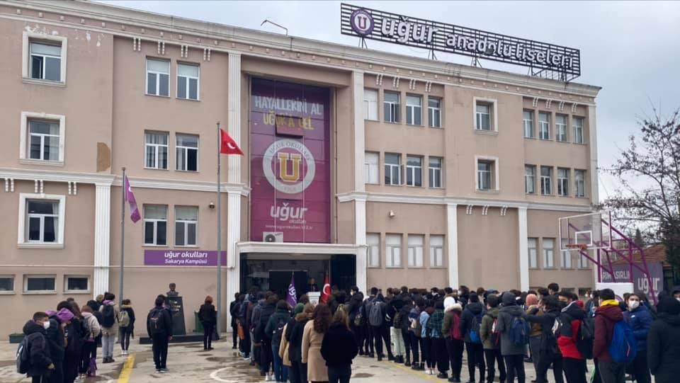 Sakarya Uğur Okulları; 18 Mart Çanakkale Zaferi'ni törenle andı