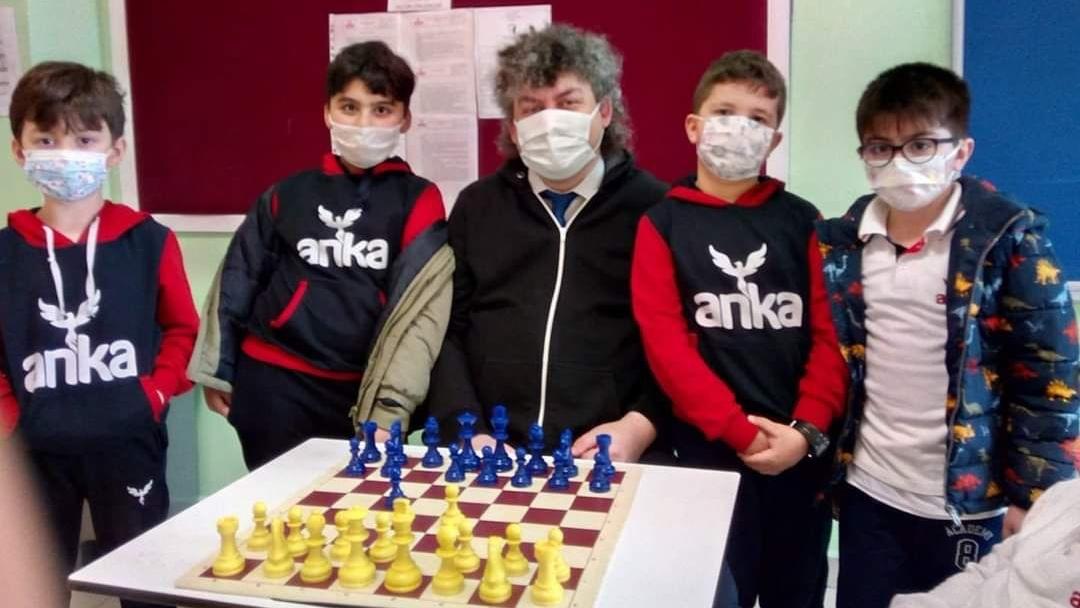 Satranç'ta bütün kupaların sahibi Anka Koleji oldu