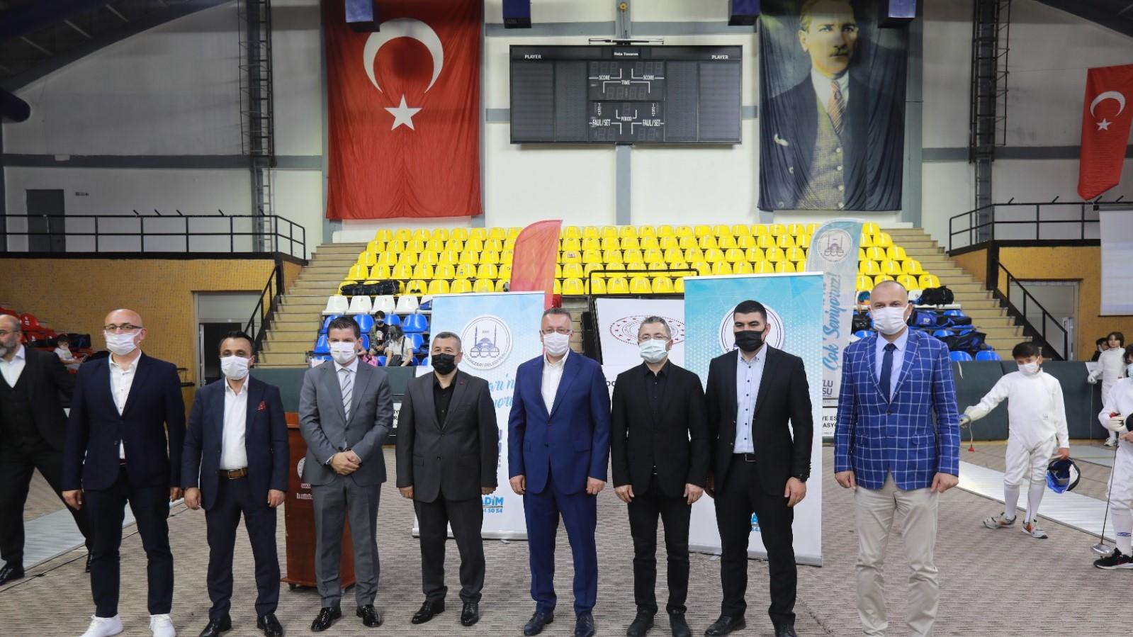 """Adapazarı'nın Kurtuluşunun 100. Yılı: """"Eskrim Türkiye Şampiyonası coşkuyla başladı"""""""