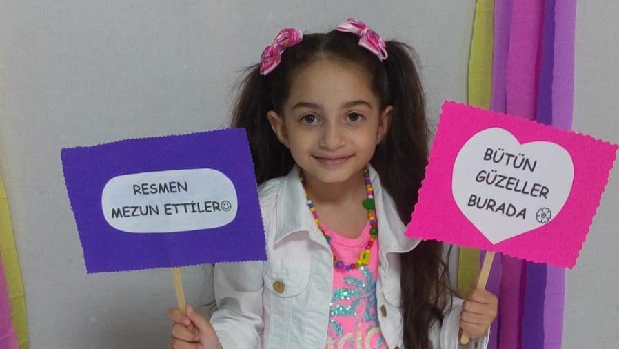 Minik Aysima'nın karne sevinci