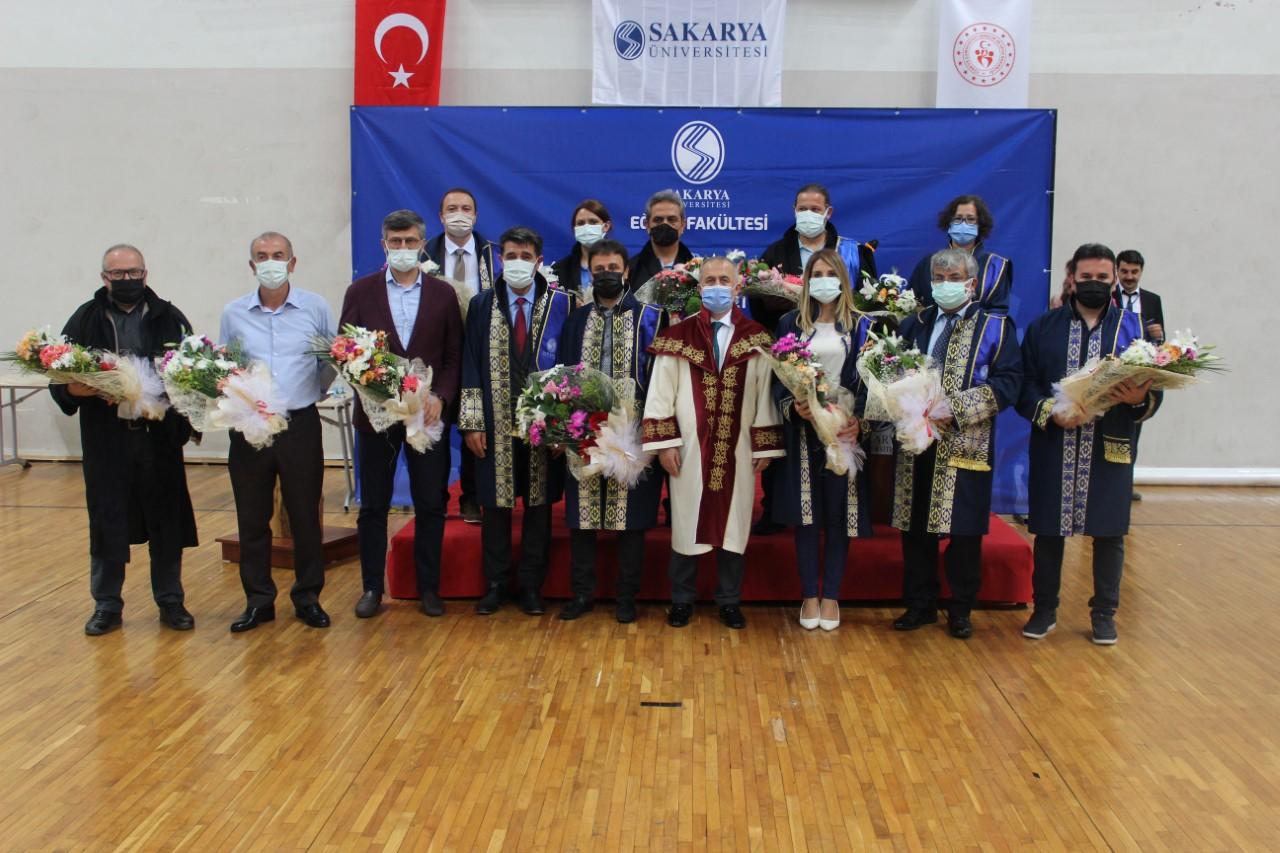Sakarya Üniversitesi Eğitim Fakültesinde Mezuniyet Coşkusu